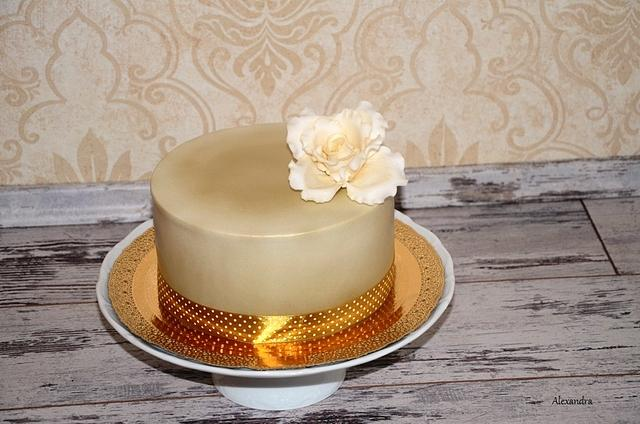 Simple gold cake