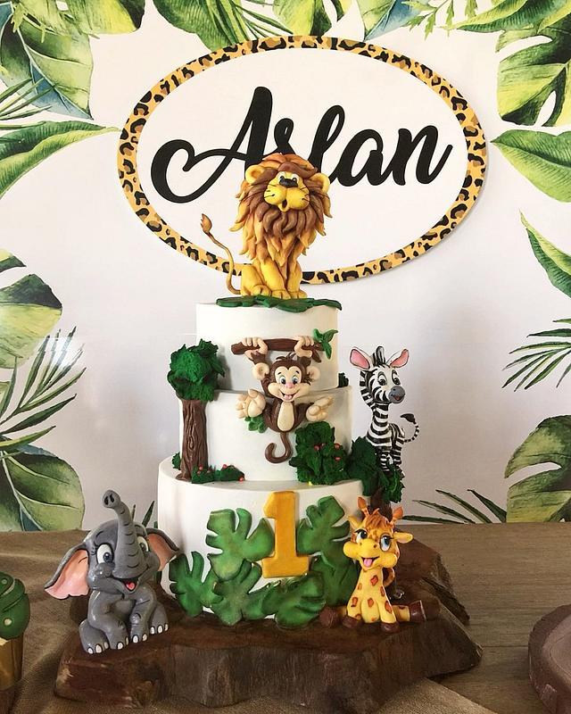 Surprising Safari Birthday Cake Cake By Sule Cakesdecor Funny Birthday Cards Online Alyptdamsfinfo