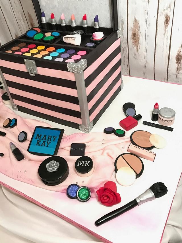 Makeup case cake