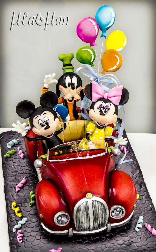 Mickey and friends goes to party cake