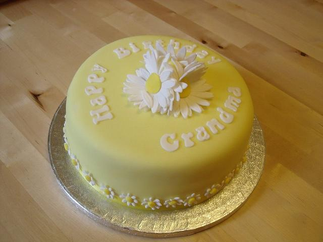 Peachy Grandmas Daisy Birthday Cake Cake By Suzi Saunders Cakesdecor Funny Birthday Cards Online Alyptdamsfinfo