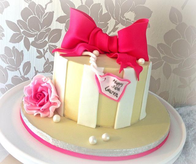 Vivid pink bow cake