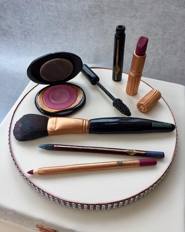 Charlotte Tilsbury makeup
