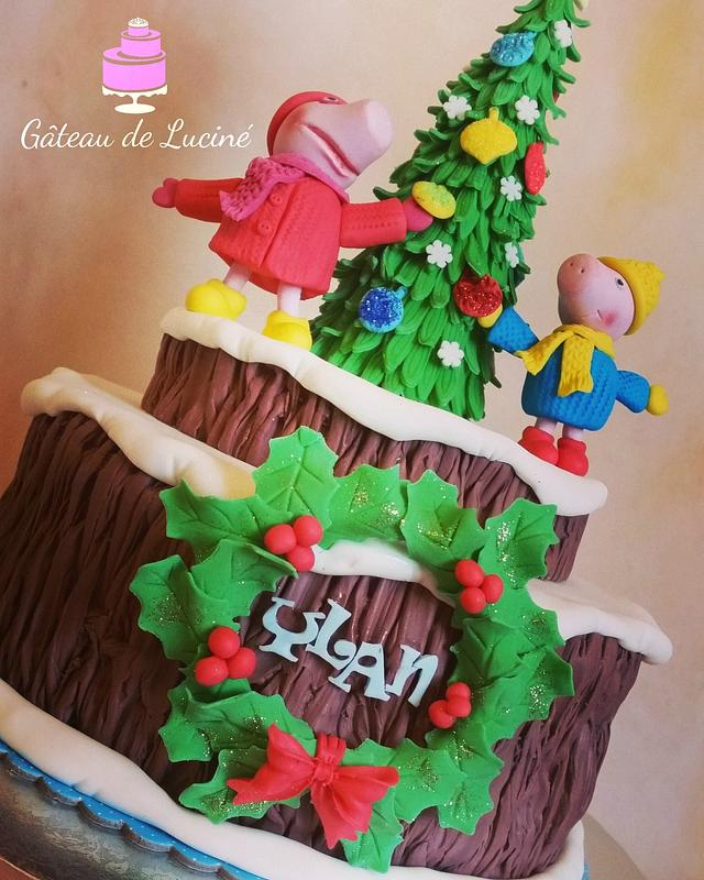 Peppa and George decorate the Christmas tree