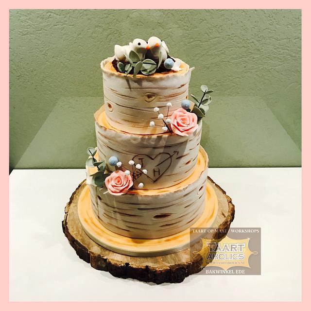 Weddingcake in woodstyle