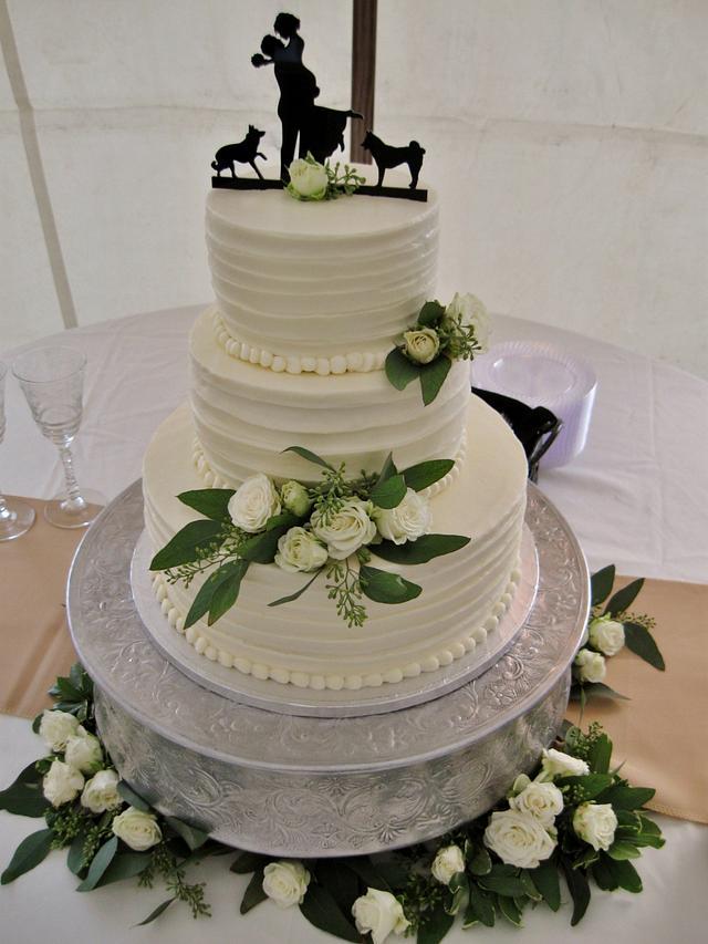 Elegant white Buttercream wedding cake