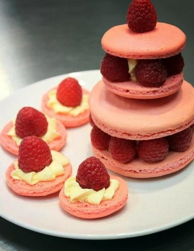 Raspberry Macaroon Cake