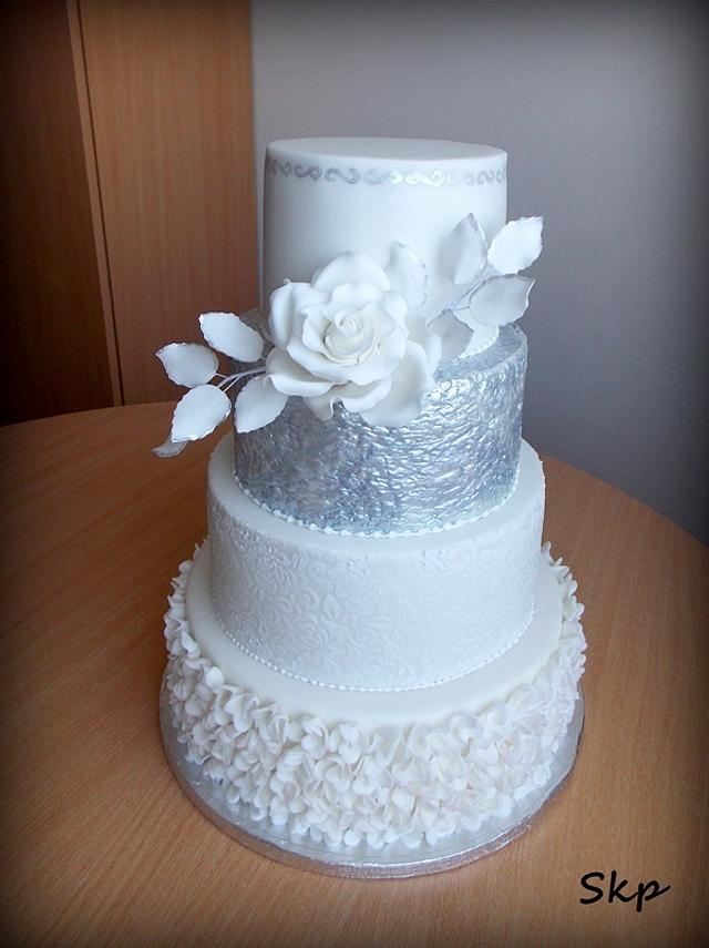 silver-white wedding cake