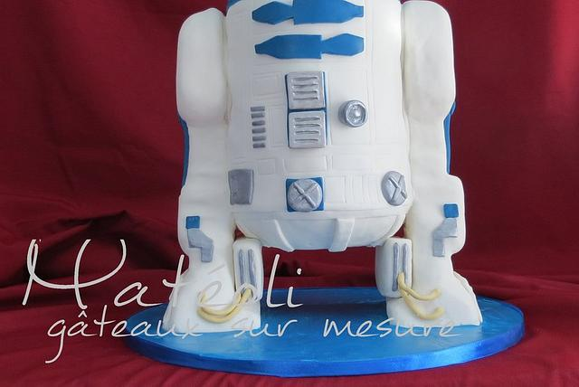 R2D2 wedding cake