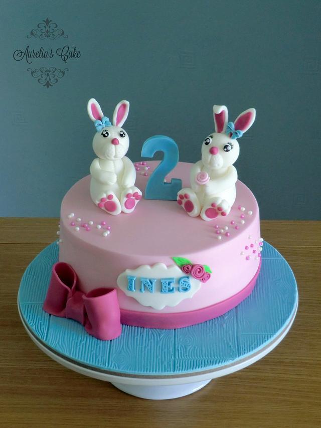 White bunnys cake.