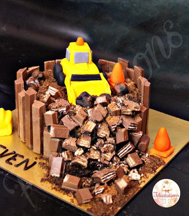 Kitkat cake with fondant topper
