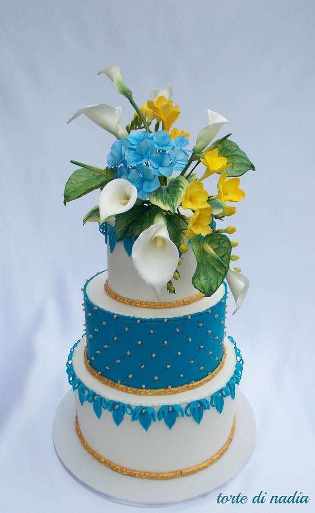 royal blu and sugar flowers