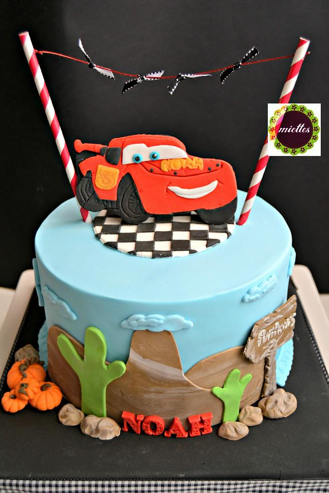 Remarkable Cars Lightning Mcqueen Birthday Cake Cake By Miettes Cakesdecor Personalised Birthday Cards Veneteletsinfo