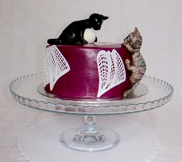 Playing Cats Cake
