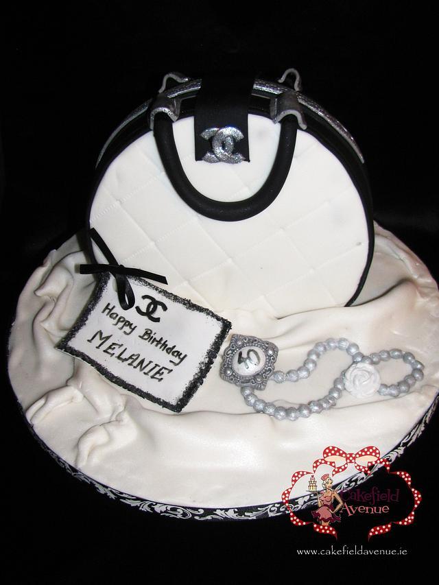 SIMPLE HANDBAG CAKE