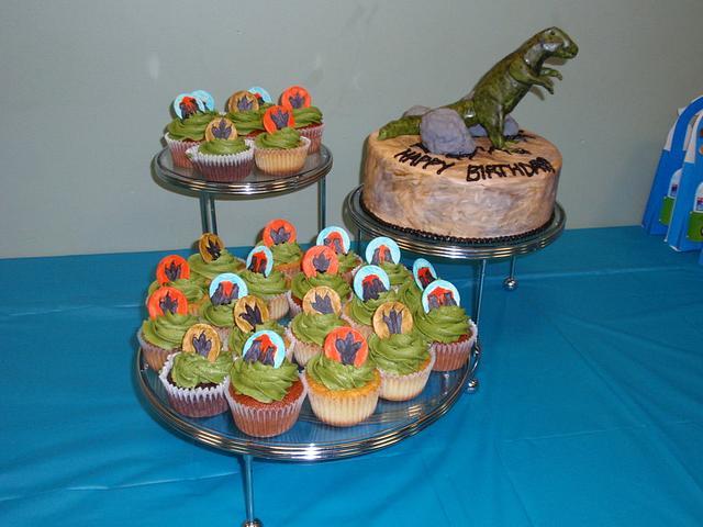 Dino and Cupcakes