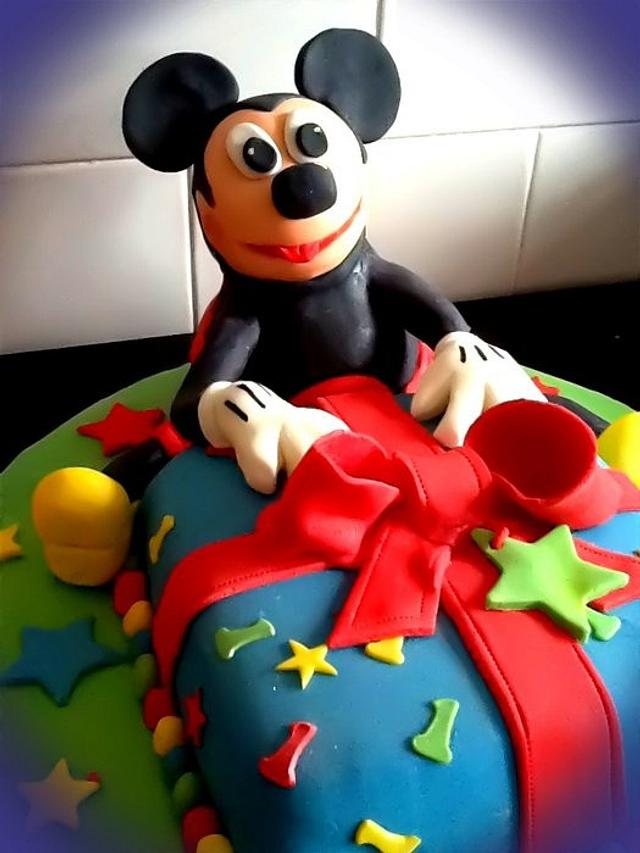 RKT Mickey Mouse plus cake