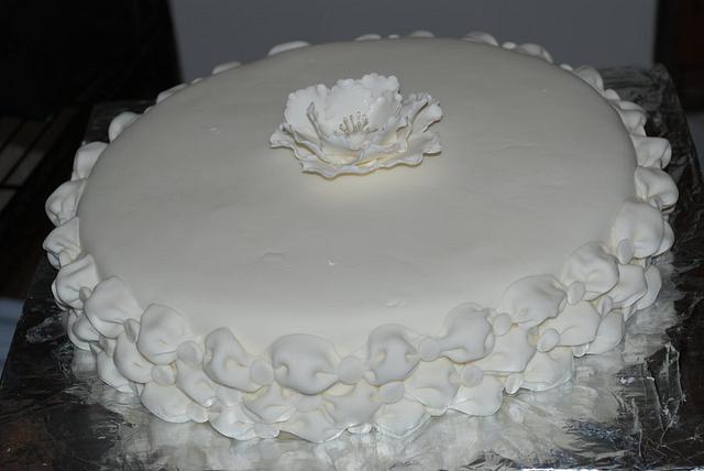 Billow cake with peony