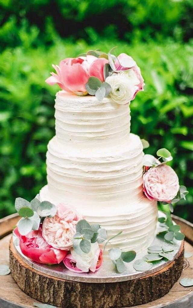 Summer Wedding Cake with fresh flowers