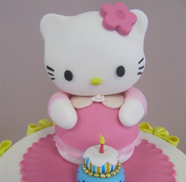 Hello Kitty Cake & Cupcakes!