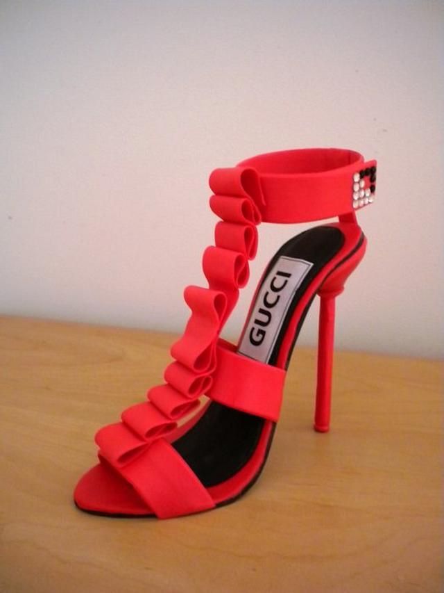 Red  gumpaste 'Gucci'