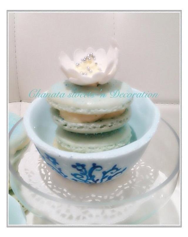 Bluebaileys macaroon in sugar teacup
