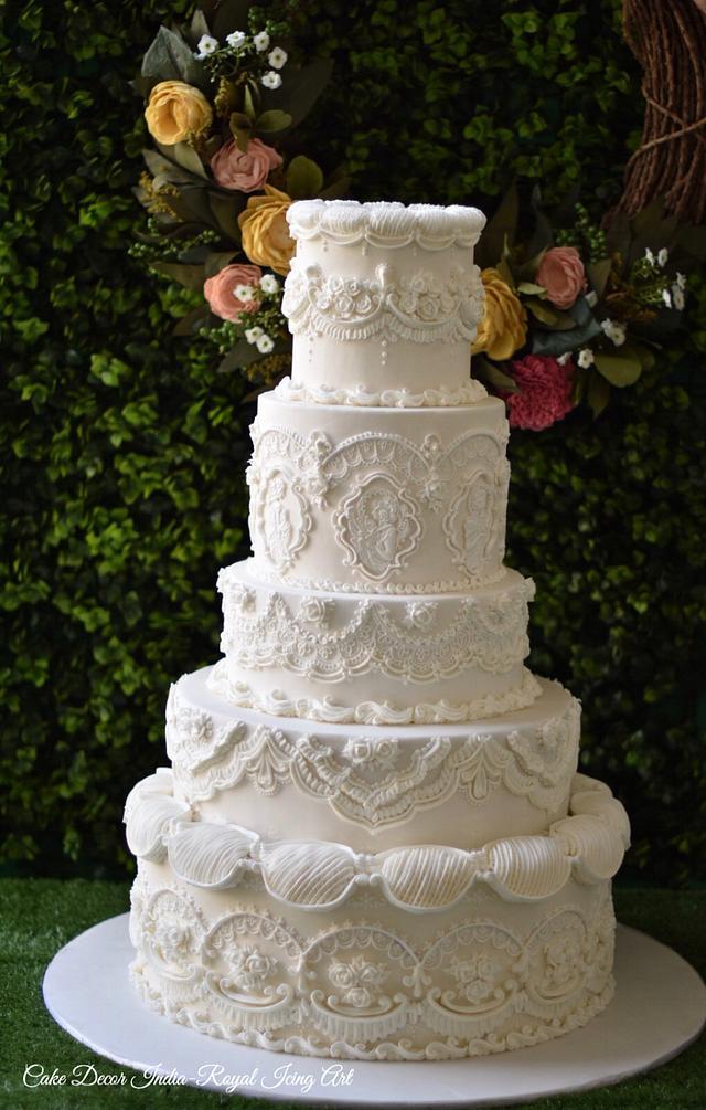 English overpiped wedding cake