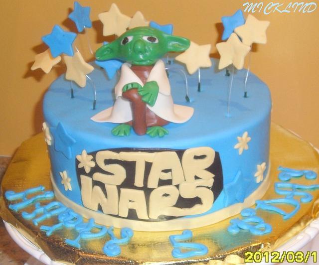A STAR WARS CAKE WITH YODA
