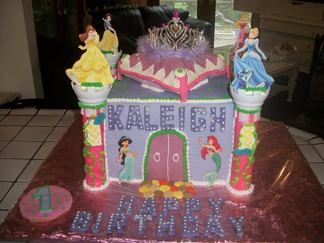 Castle cake enchanted Cakes on FB