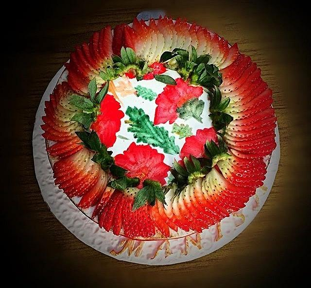 Wild strawberry cake