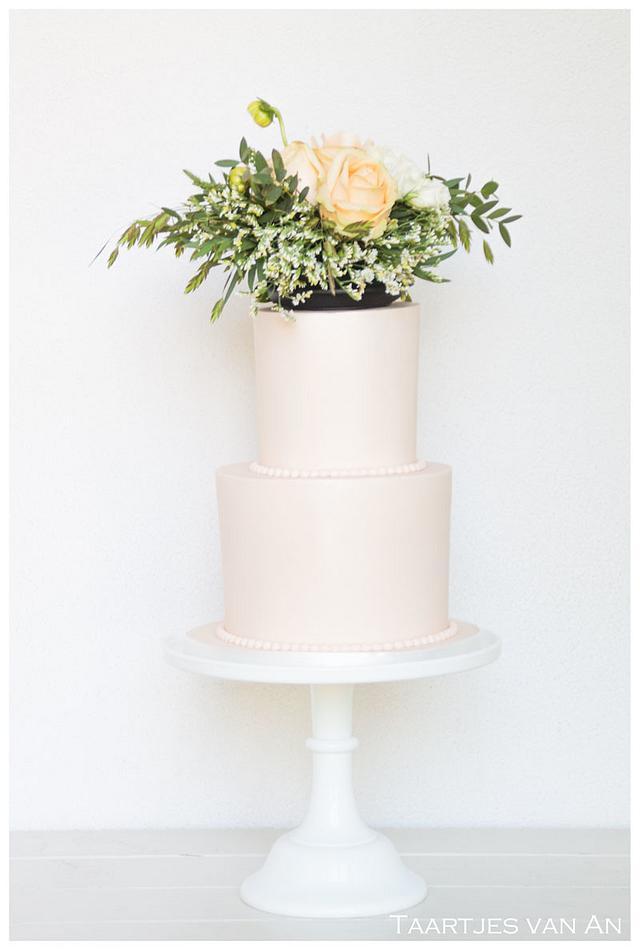 Weddingcake with fresh flowers on top