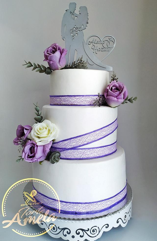 Elegant purple roses wedding cake