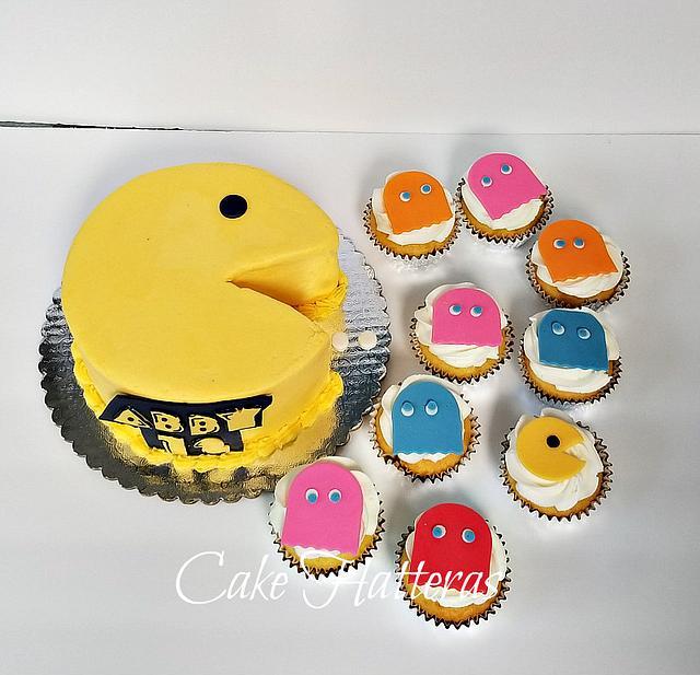 Strange Pac Man Birthday Cake And Cupcakes Cake By Donna Cakesdecor Funny Birthday Cards Online Alyptdamsfinfo