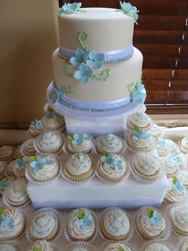 Hydrangea Wedding Cake and Cupcakes