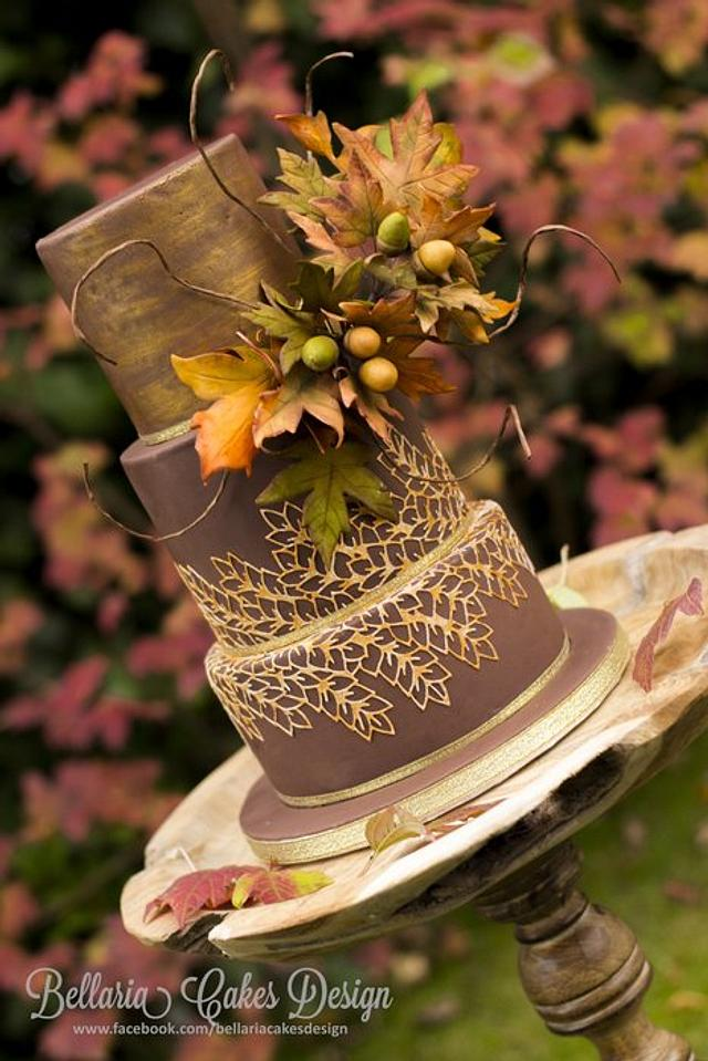 Autumn wedding cake with gold lace (winning cake at Cake Masters autumn cake competition)