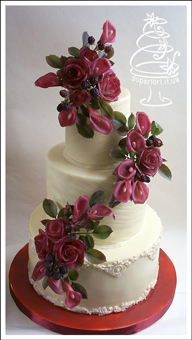 zantedeschia, blackberry and roses wedding cake