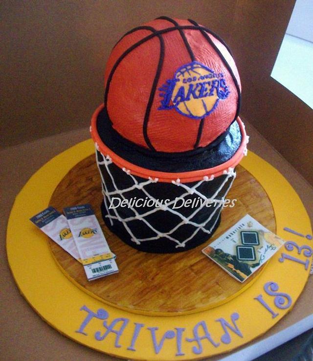 Lakers Ultimate Fan Cake