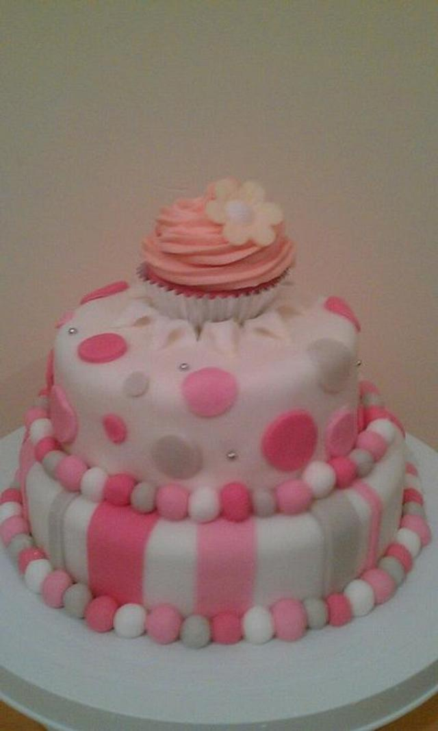 2 Tier cake with cupcake topper
