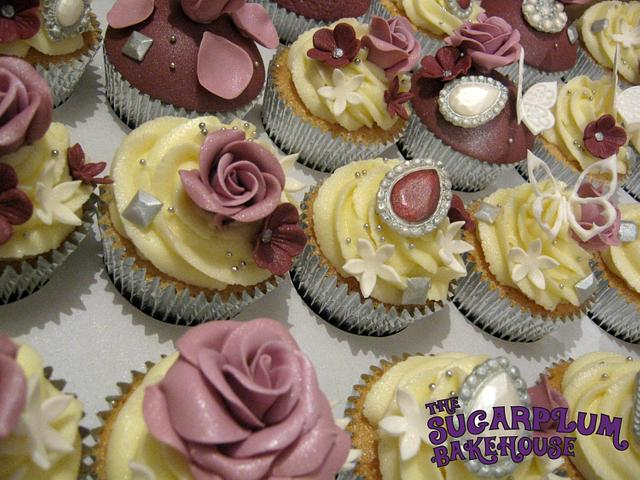 Roses & Brooches Cupakes