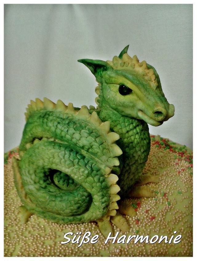 A little Birthday Cake - baby Dragon