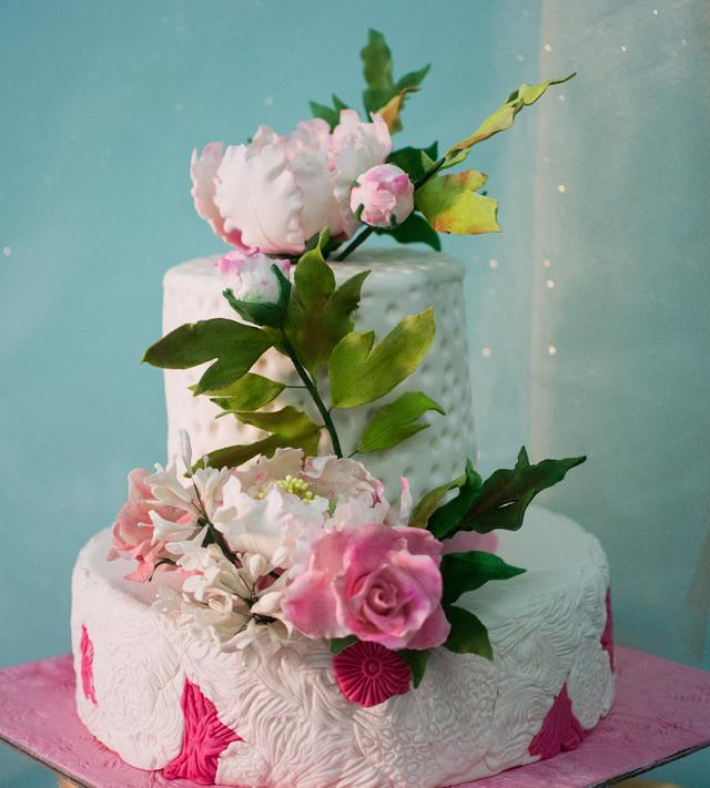 Cake for the world cancer day Sugar flowers and Bloom