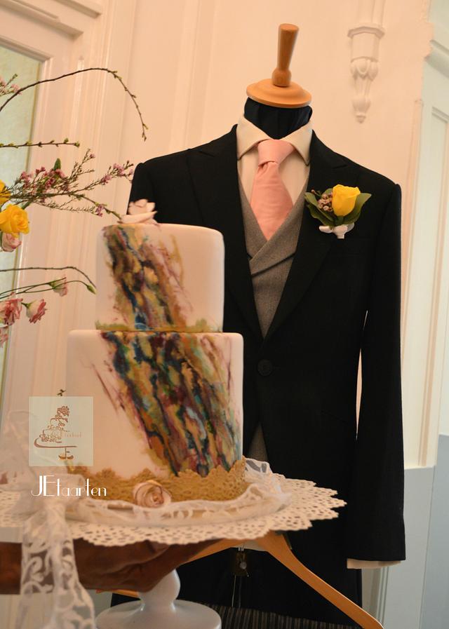 painted weddingcake marblelook with goldleaf