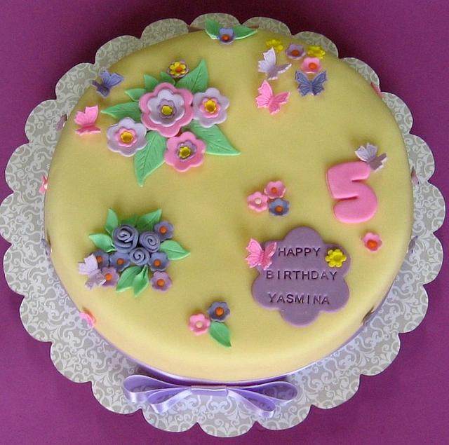 Terrific Little Girl Birthday Cake Cake By Miettes Cakesdecor Funny Birthday Cards Online Elaedamsfinfo