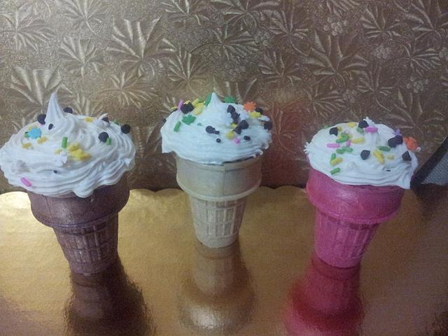 cupcakes in ice cream cup