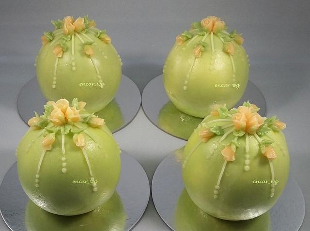 Buttercream Bauble Cakes