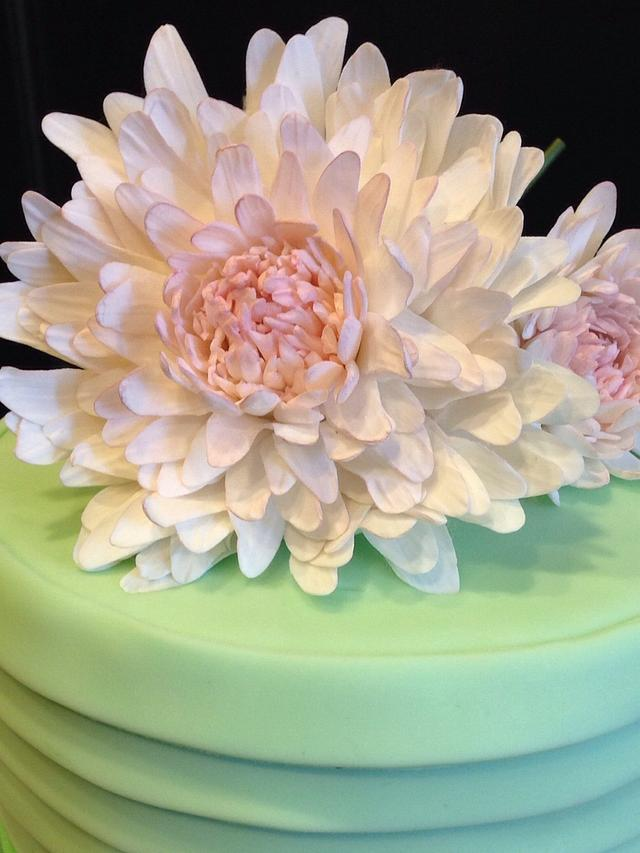 Fondant layers and sugar flowers