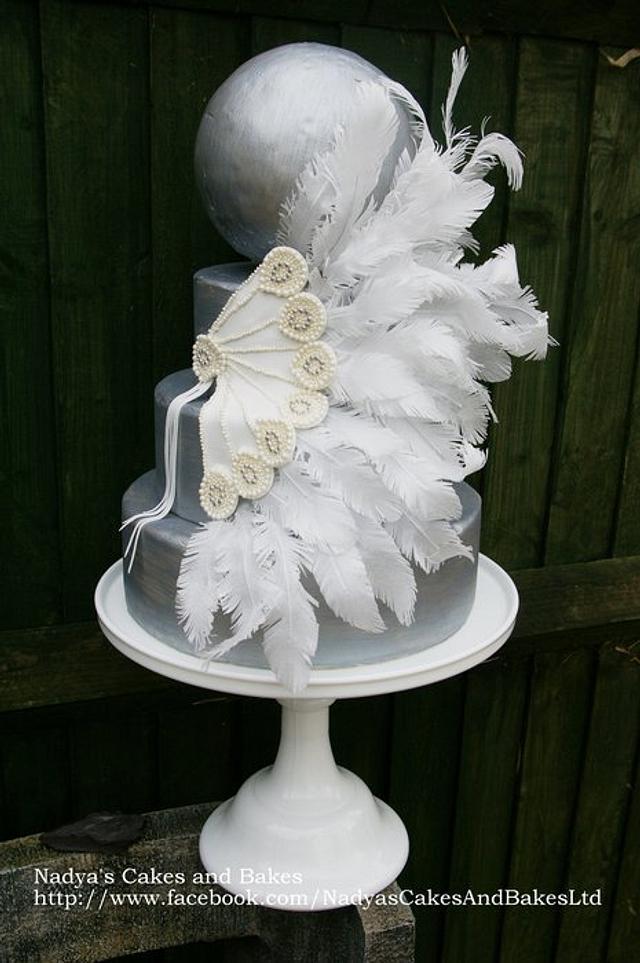 Art deco feather fan cake