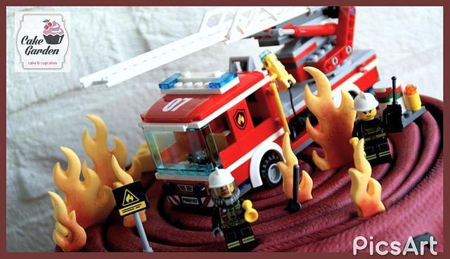 Fire! Firehosecake with a Lego city firetruck