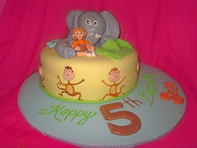 Eight silly monkeys cake