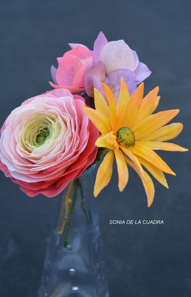 Sugar bouquet with Ranunculous, Hydrangea and daisy
